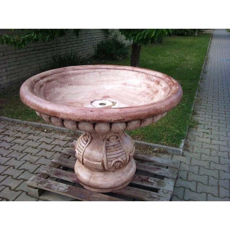 Zahradní fontána - talíř na podstavci pro dívku