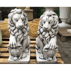 Střední lev s patinou