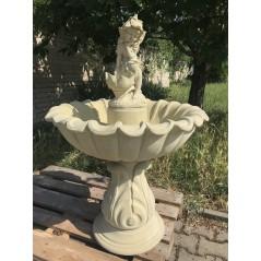 Zahradní fontána vroubená s Vílou