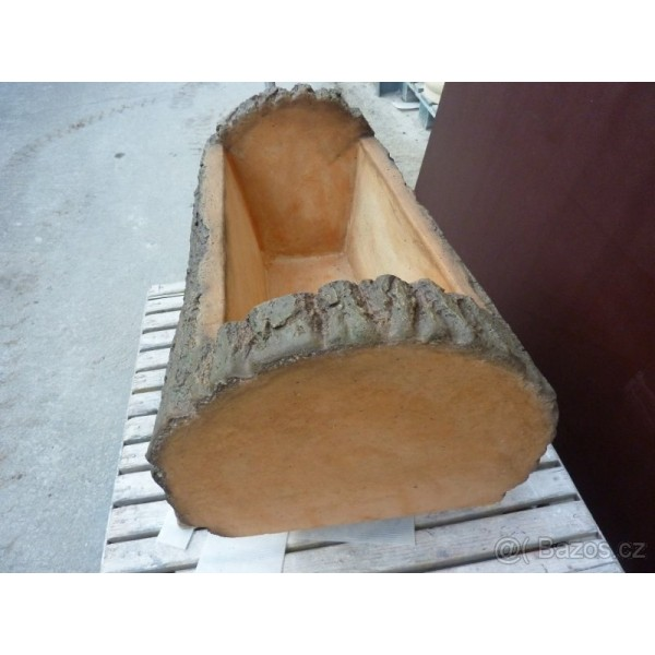 Květináč - imitace dřeva